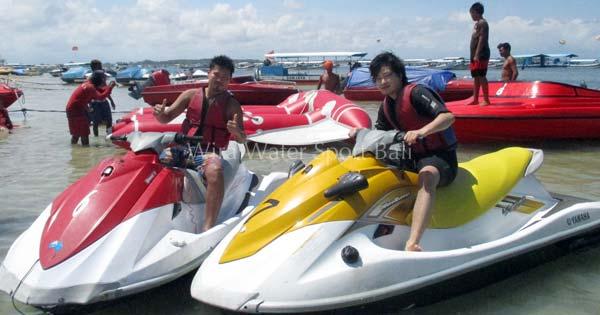 Mengendarai Jet Ski Di Tanjung Benoa - Aktivitas Wisata Alam Bali