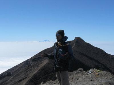 Mendaki Gunung Agung