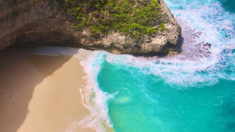 Pemandangan Indah Pantai Kelingking Dari Atas Tebing