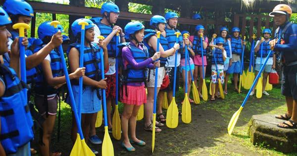Selalu Ikuti Instruksi Guide Rafting