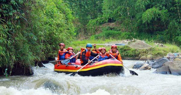 Arung Jeram Sungai Citarik Jawa Barat