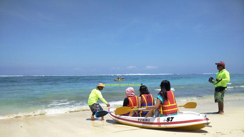 Wahana Watersport Naik Kano Pandawa Beach