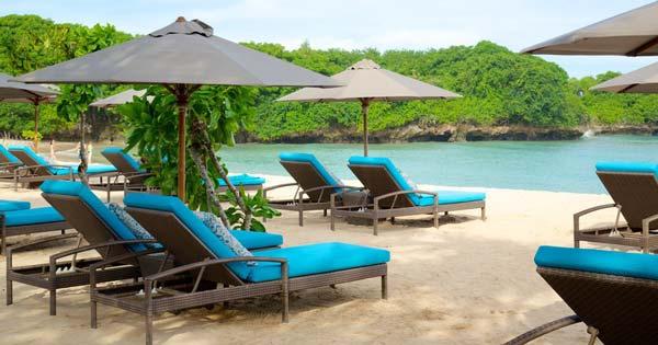 Sundeck Di Pinggir Pantai Bali