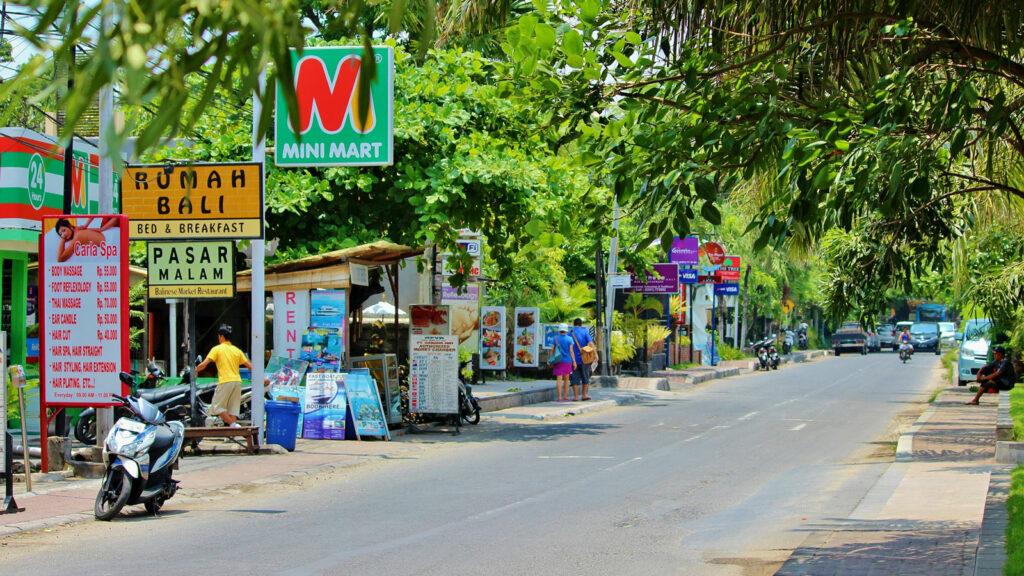 Jalan Raya Menuju Lokasi Pantai Geger Bali