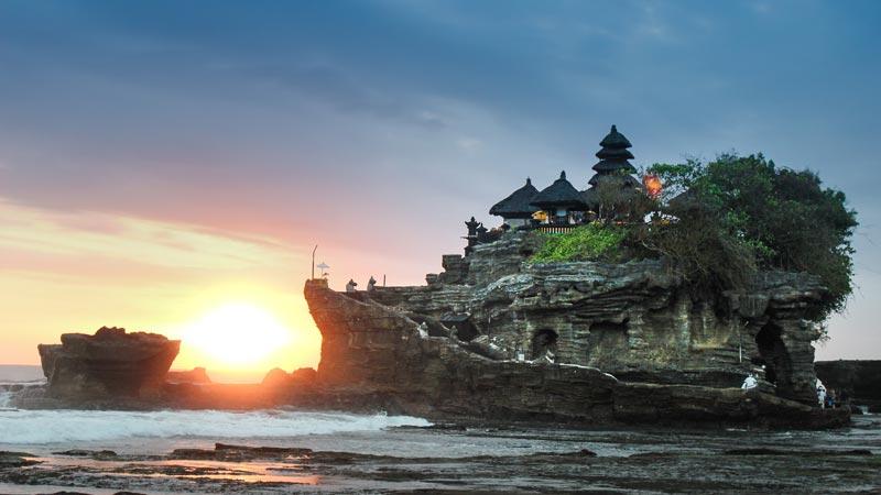 Daya Tarik Pura Tanah Lot Bali
