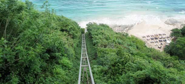 Rel Eskalator/Gondola Di Karma Beach Bali