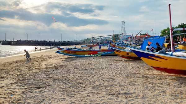 Perahu Tradisional Tepi Kedonganan Beach