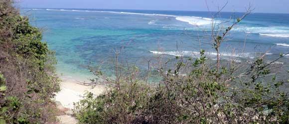 Pemandangan Dari Tangga Pantai Green Bowl