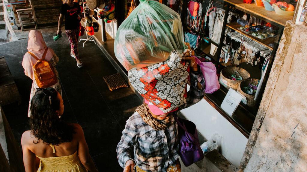 Toko Oleh-Oleh Menuju Pantai Suluban Bali