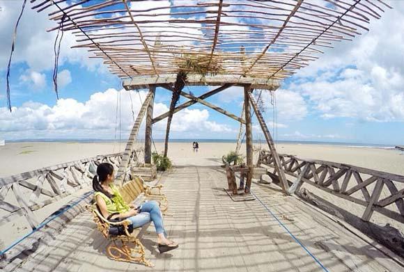 Jembatan Kayu Pantai Kayu Putih Bali