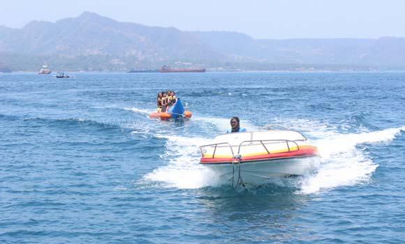 Banana Boat Labuhan Amuk
