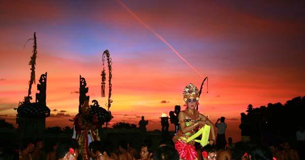 Sunset Kecak Pura Uluwatu