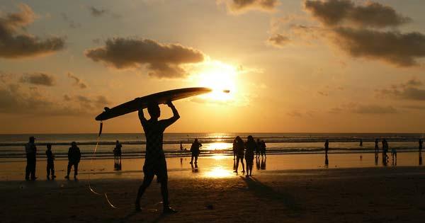 Sunset Pantai Kuta - 10 Tempat Melihat Sunset Terbaik Di Bali