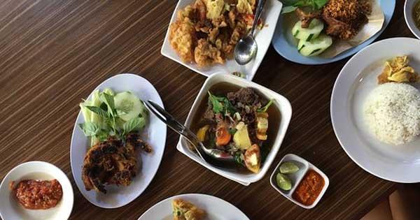 Menu Halal Ayam Plengkung Kuta Bali