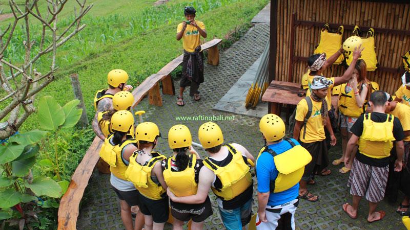 Apa Yang Harus Dipakai Saat Bali Rafting