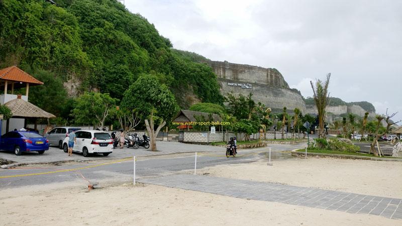 Area Parkir Kendaraan Melasti Beach Bali