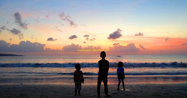 Pemandangan Sunset Pantai Jimbaran Bali