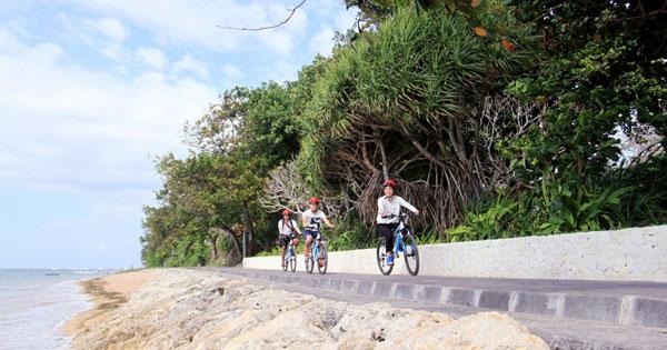 Bersepeda Di Pantai Sanur