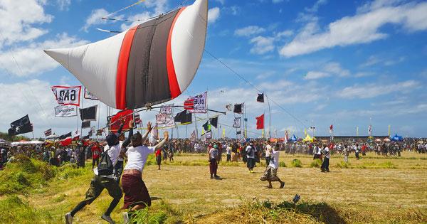 Festival Layang-Layang Ukuran Raksasa
