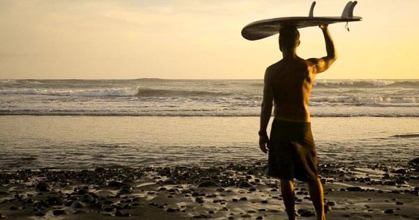 Aktivitas Wisatawan Di Balian Beach Tabanan