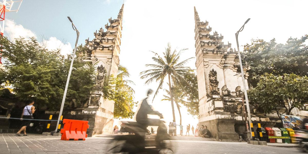 Gerbang Masuk Pantai Kuta Bali
