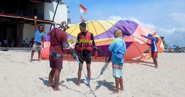 Persiapan Terbang Single Parasailing Tanjung Benoa Bali