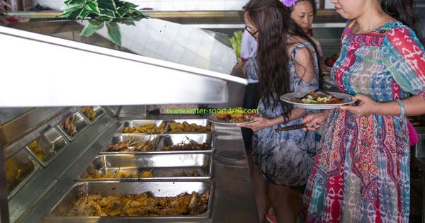 Sesi Makan Buffet Odyssey Submarine Bali