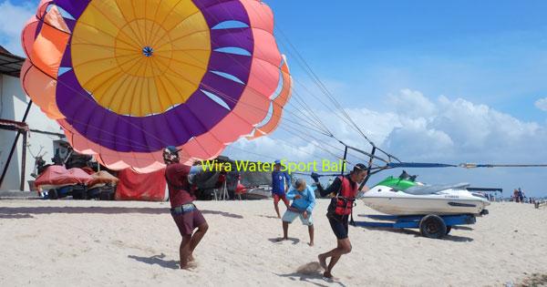 Wahana Single Parasailing Di Pantai Tanjung Benoa Bali