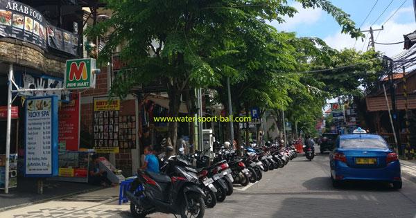 Suasana Jalan Legian Bali Di Siang Hari
