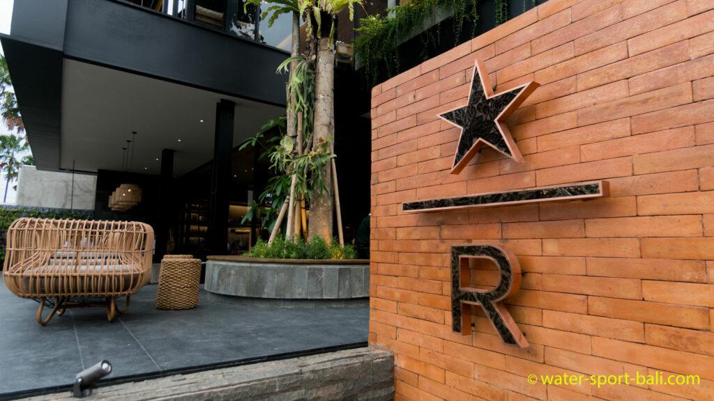 Logo Bali Starbucks Reserve Di Main Lobby