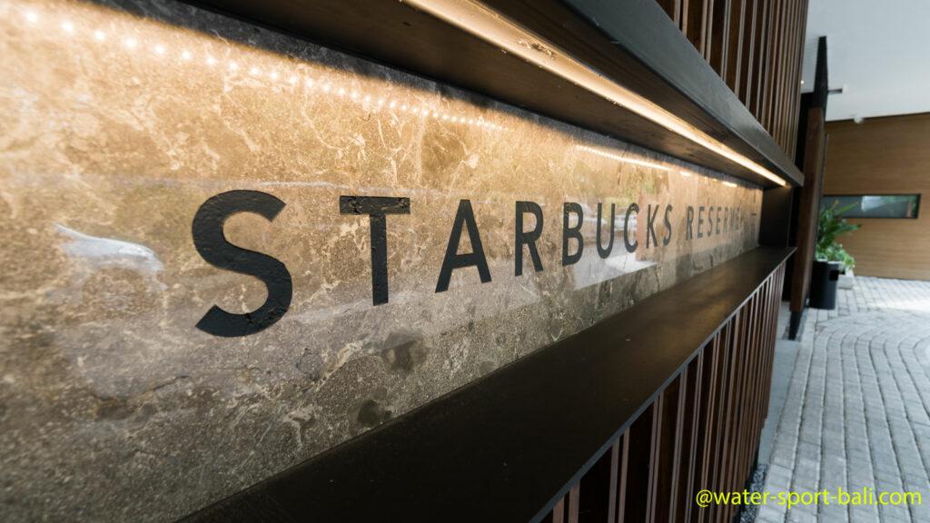 Nama Starbucks Reserve Di Depan Pintu Masuk Utama