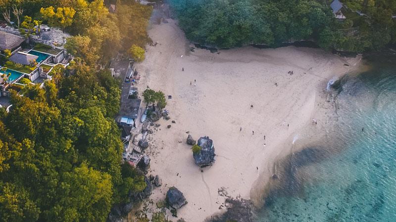 Pantai Padang-Padang Pecatu - Pantai Terbaik Di Bali Untuk Honeymoon