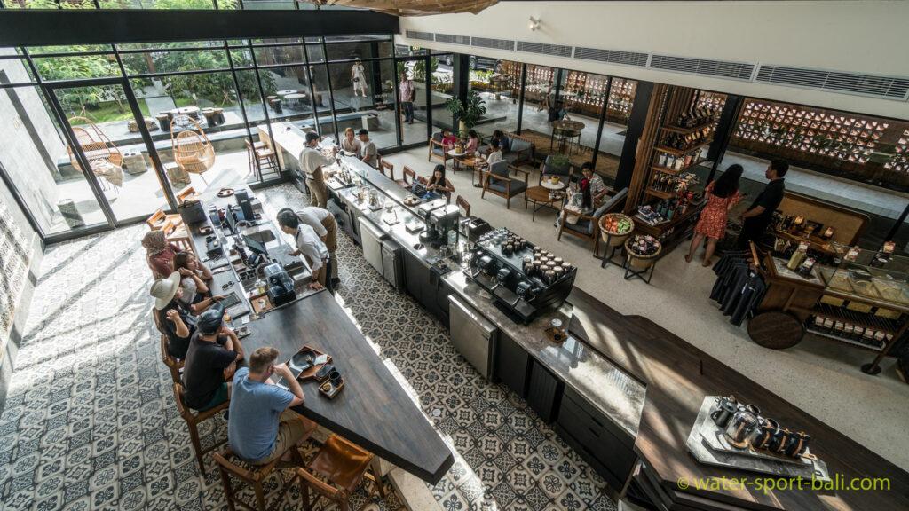 Pengalaman Nongkrong Di Outlet Starbucks Terbesar Di Asia Tenggara
