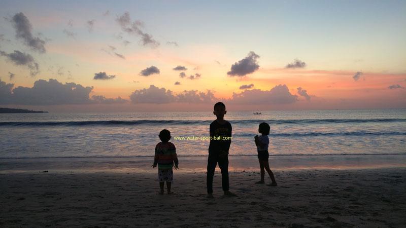 Sunset Pantai Jimbaran Bali - Objek Liburan Pantai Di Bali Cocok Untuk Anak