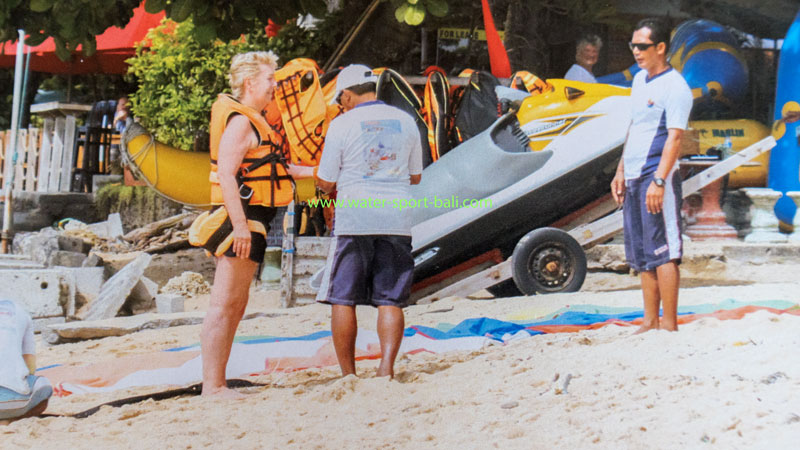 Persiapan Terbang Parasailing Sanur Bali