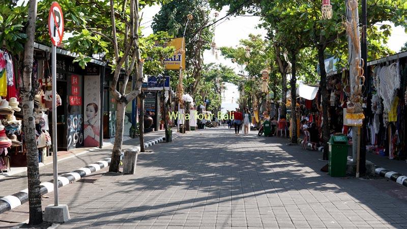 Pasar Seni Menuju Gerbang Masuk Pantai