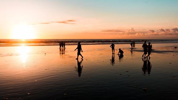 10 Aktivitas Liburan Di Kuta Bali